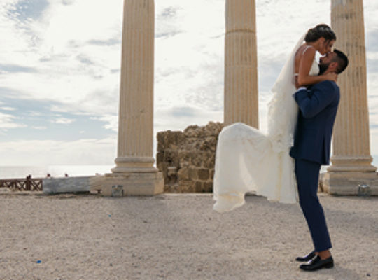 Thinking of Having Your Wedding Abroad? Here's What To Look Out For